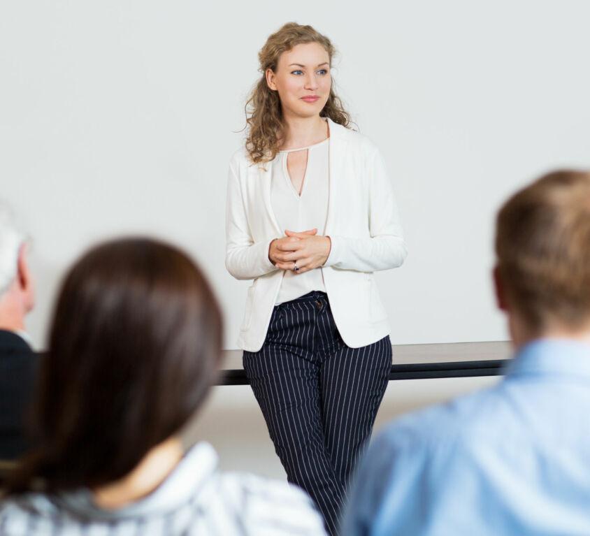 Cómo hablar bien en público y disfrutar en el intento
